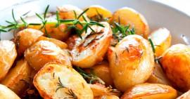 Картофель, запеченный с ароматным розмарином и чесноком.
