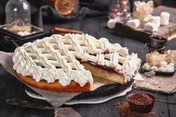Пирог сдобный с черемухой